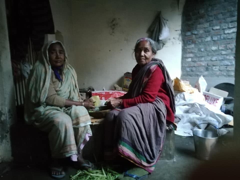 Радхе Кундж Служение Вдовам Враджа