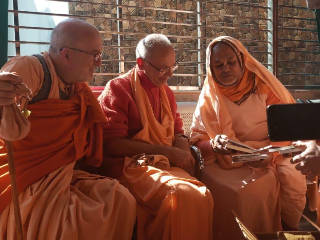 Дханурдхара Свами В Радхе Кундже