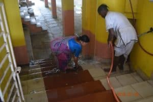 Уборка В Самадхи Нараяны Госвами