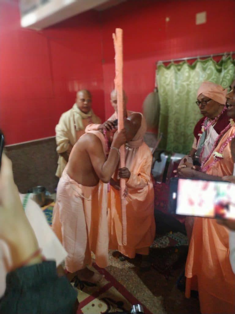 Тамал Кришна Получает Санньяса Мантры
