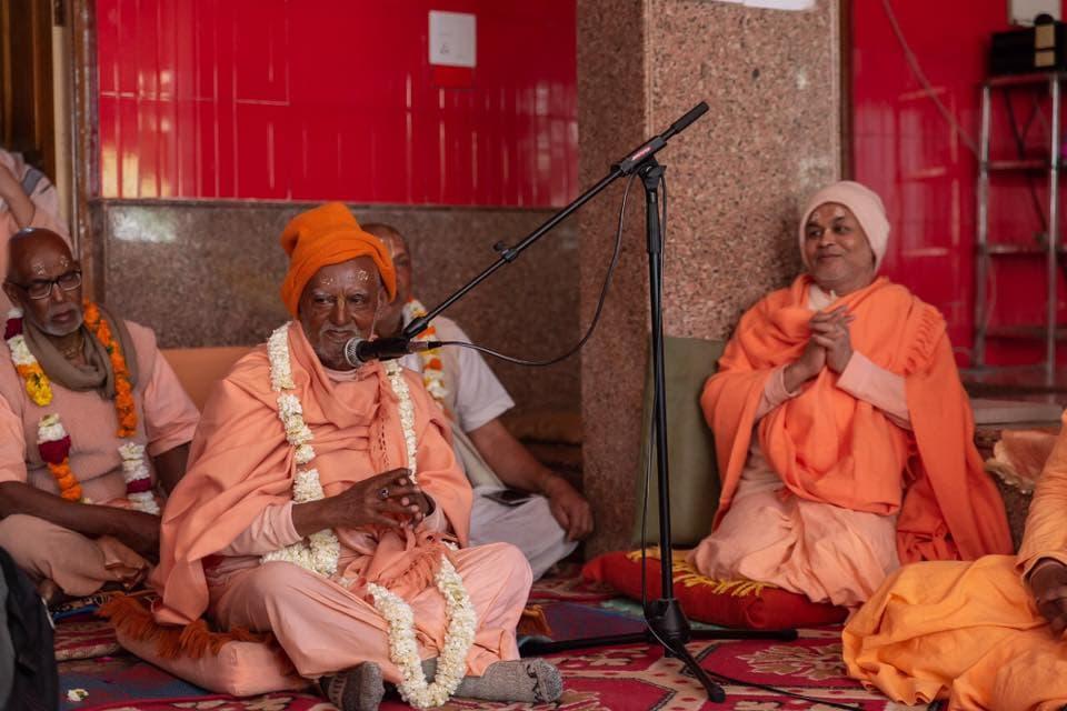 Гопананда Бон Махарадж И Прабуджи
